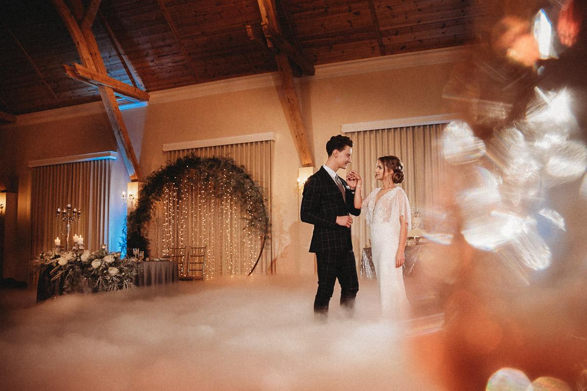 Ślubna sesja stylizowana w Skansen Bicz 77