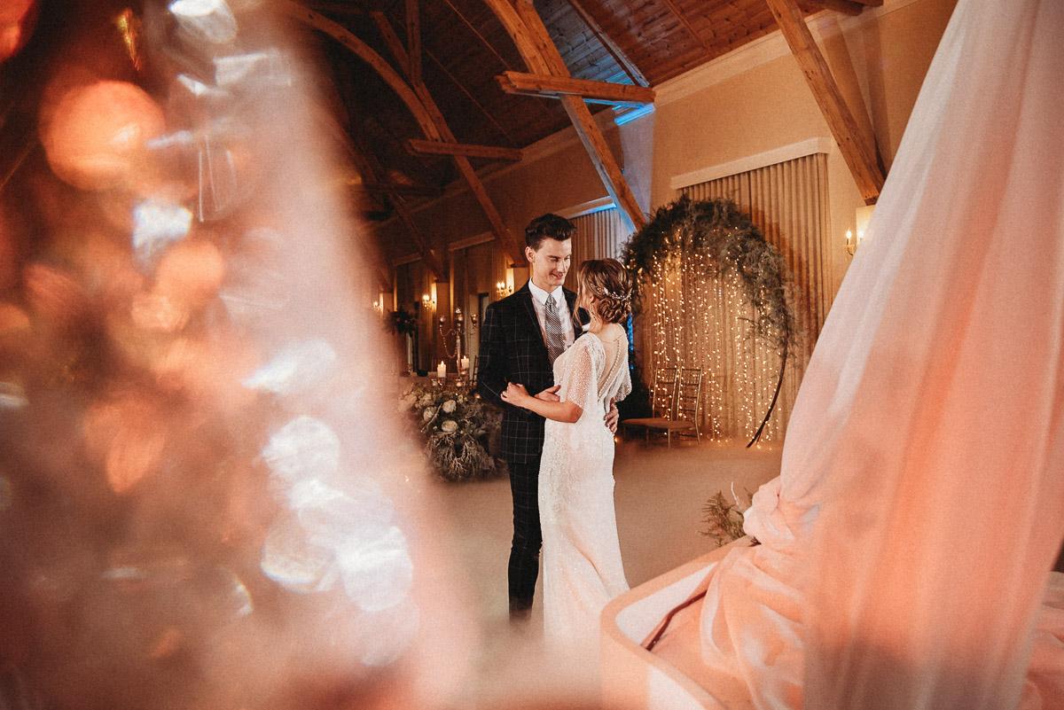 Ślubna sesja stylizowana w Skansen Bicz 79