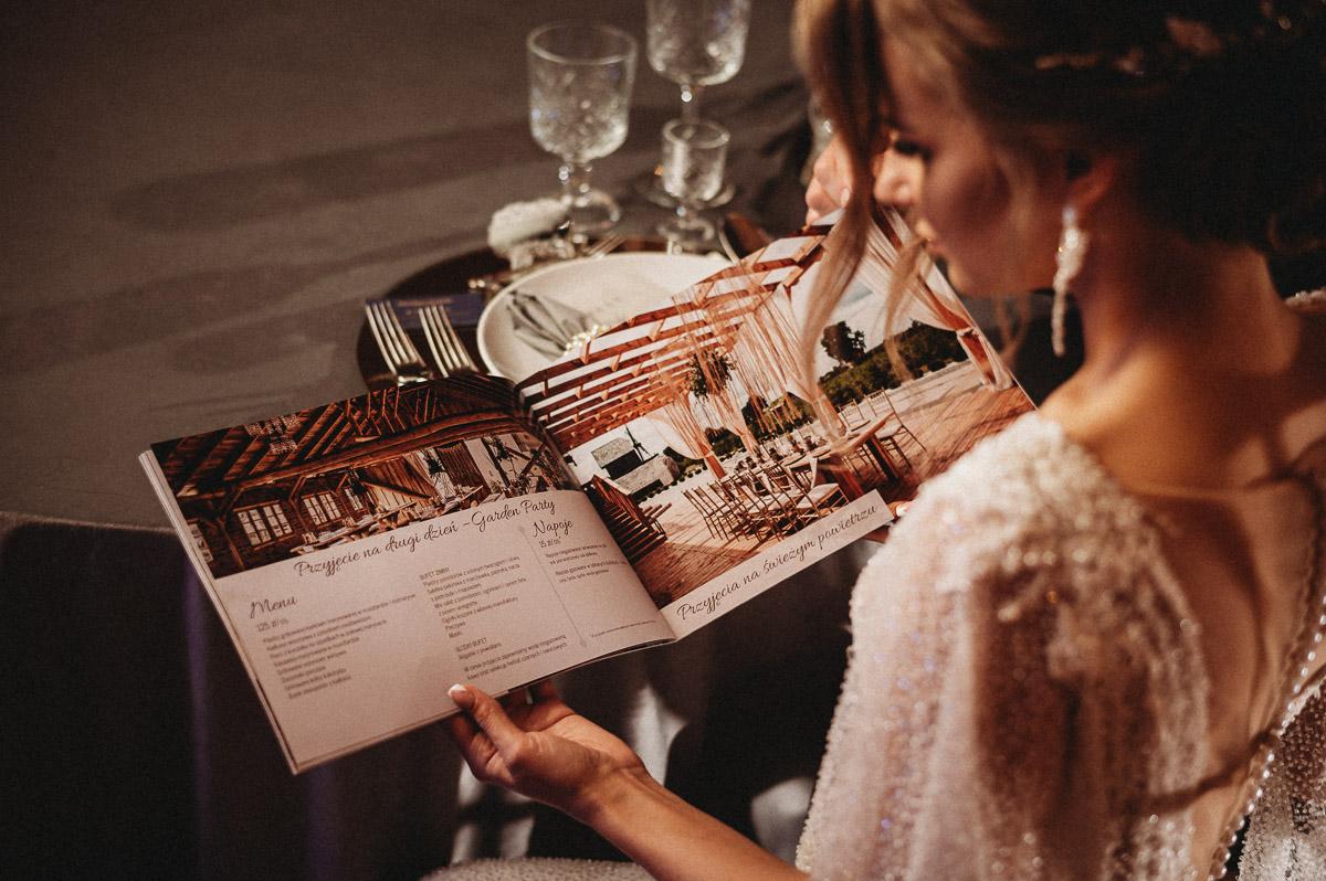 Ślubna sesja stylizowana w Skansen Bicz 124