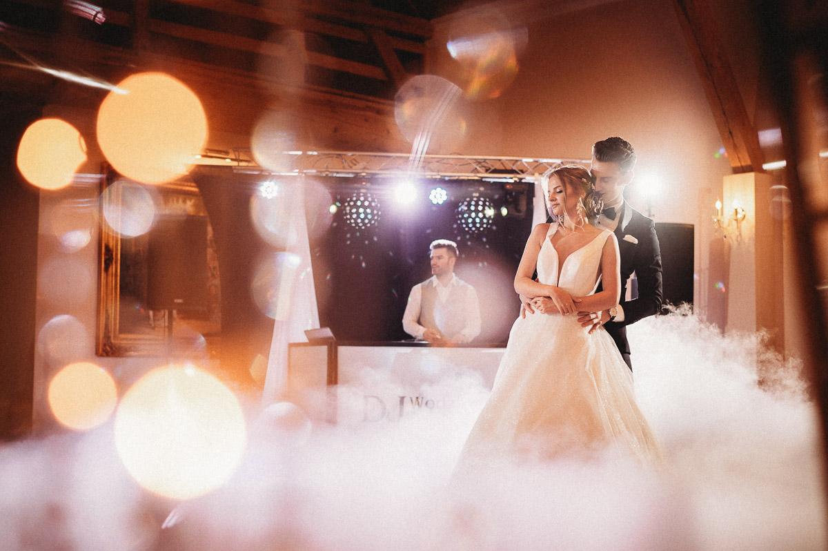 Ślubna sesja stylizowana w Skansen Bicz 90