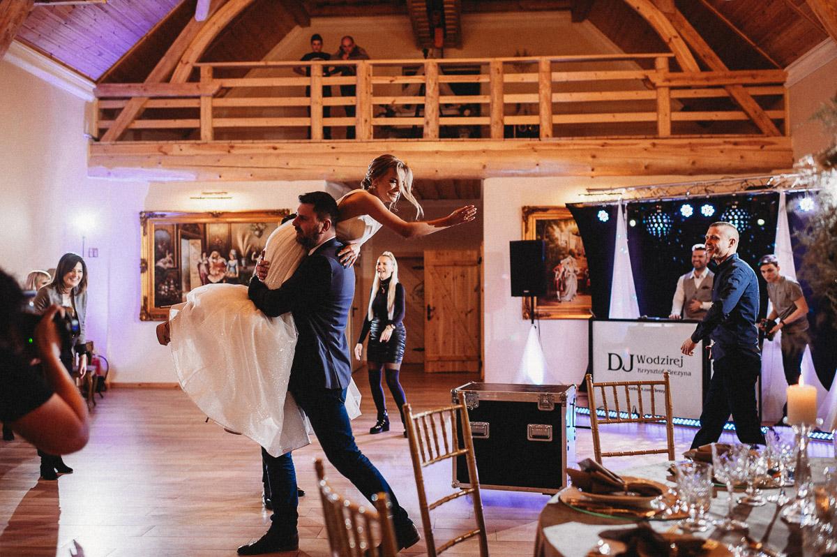 Ślubna sesja stylizowana w Skansen Bicz 110